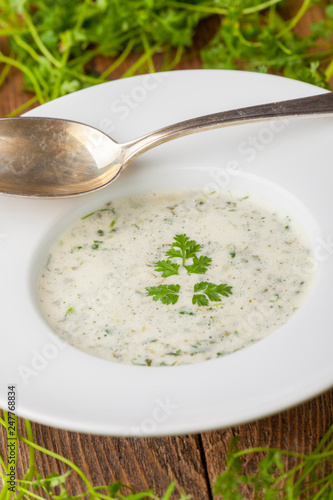 frische Kerbelsuppe - 247768834