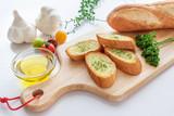 フランスパンのガーリックトーストと材料