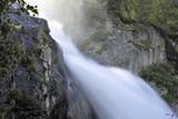 Cascata d'acqua in montagna