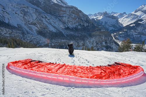 mata magnetyczna Start mit Gleitschirm auf Öschinen, Kandersteg, Berneroberland, Schweiz