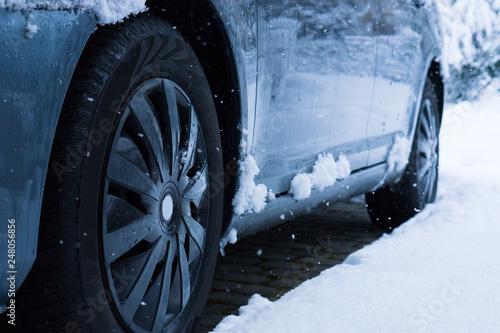 fototapeta na ścianę Auto im Schnee