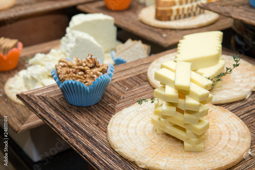 Foto Murales Cheese on wooden table