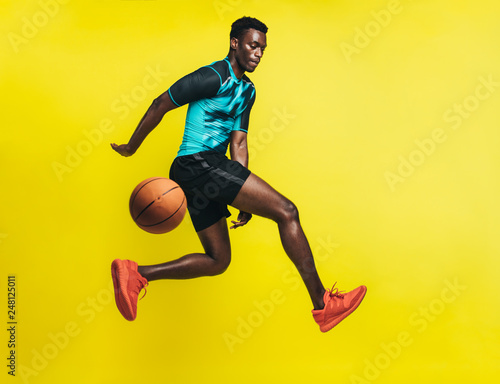 Basketball player in action © Jacob Lund