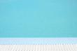 Beckenrand und Chlorwasser eines Freibades im Sommer - 248237835