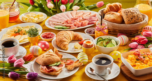 Foto Murales Heart Easter breakfast with eggs and tulips