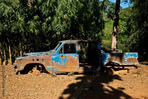 voiture abandonnée Village de tribus Nord de la Thaïlande