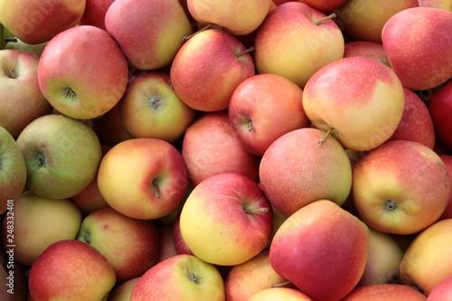 Foto Murales apples in basket close up
