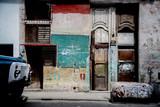 Lastwagen vor Haus in Havanna Kuba,
