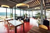 Restaurant modern mit TIsch und Sessel