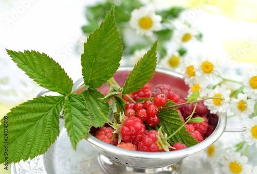 Foto Murales Fresh juicy berries of raspberry and currant