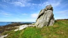 "Постер, картина, фотообои ""Big granite rock on an ocean coastline in Plouguerneau, France"""