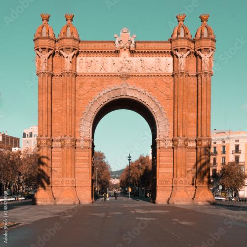 fototapeta na ścianę triumphal arch, barcelona, spain