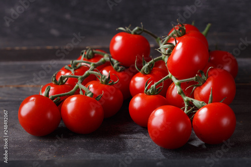 Leinwanddruck Bild red cherry tomatoes on wooden table