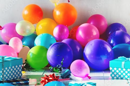 Foto Murales Birthday party background decoration balloon confetti serpentine birthday hat gift boxes