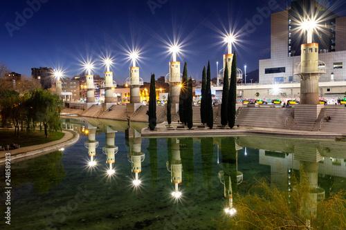 fototapeta na ścianę Barcelona, Spain.February 6, 2019: Barcelona (Catalunya, España): edificios modernos del parque de la España industrial, cerca de la estación de tren de Sants - Imagen