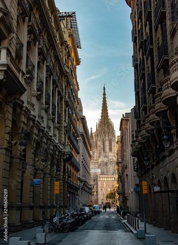 fototapeta na ścianę Catedral en el barrio gótico de Barcelona