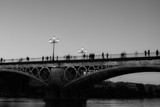 Puente de Triana. Edición en blanco y negro