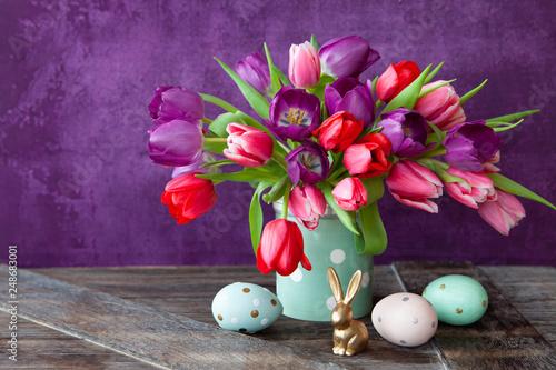 Leinwanddruck Bild Bunte Tulpen mit Dekoration
