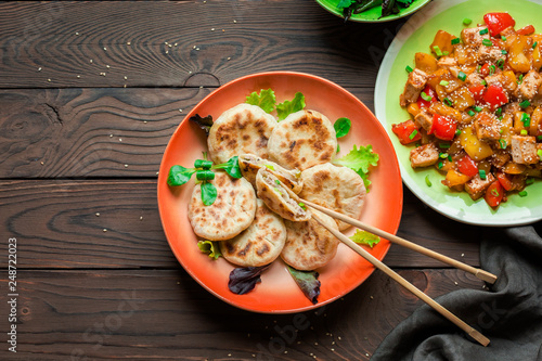 Sichuan food. Cina. Cina. Chinese meat pie - xian bing. Panfried. Tofu and peppers. Green beans with walnuts. - 248722023