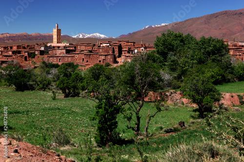 Marokko, Telouet (Telouèt), Blick von Kasbah Telouèt, Hoher Atlas im Hintergrund,