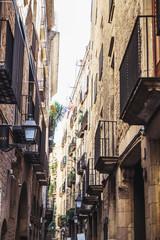 Ruelle du quartier gothique de Barcelone, Espagne © PicsArt