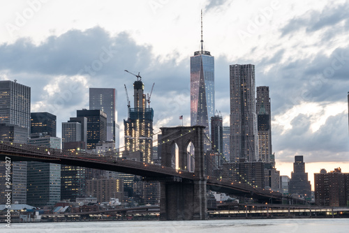 fototapeta na ścianę Brooklyn Bridge with the Iconic New York City Skyline