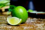 Grüne Limone, Lemon und Zucker