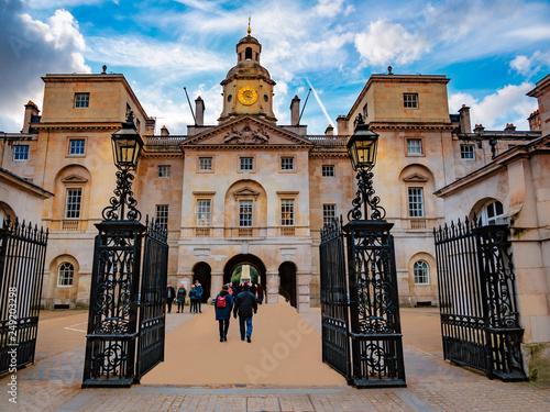 fototapeta na ścianę Main gate architecture of the historic houshold division charity oposite Buckingam Palace of London