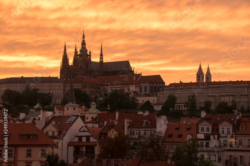 fototapeta na ścianę Edificios en Praga en la puesta de sol