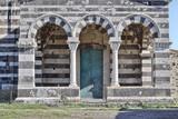 Particolare della facciata della Basilica di Saccargia, Codrongianos. Sardegna