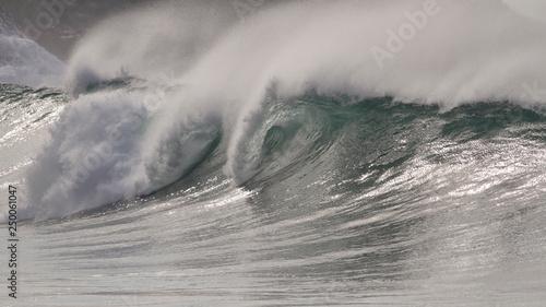 Big breaking sea waves