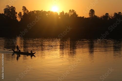 lever de soleil sur le Mékong au Cambodge