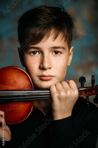 Leinwanddruck Bild young talented musician