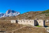 Ruine eines Forts auf dem Strudelkopfsattel, Dolomiten, Südtirol - 250171059