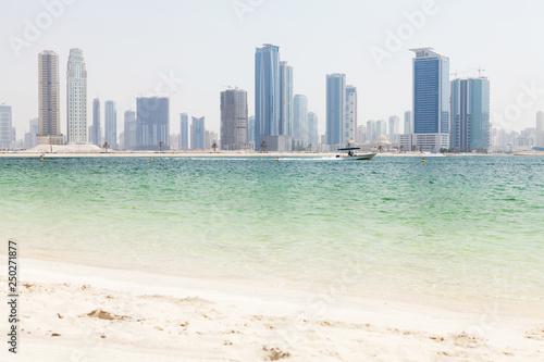 mata magnetyczna Dubai skyline