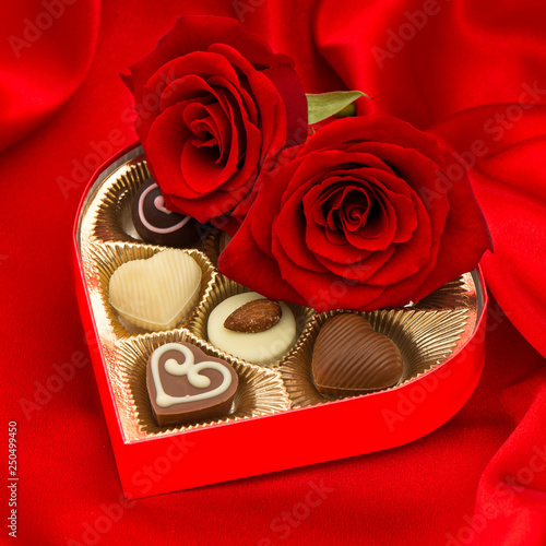 mata magnetyczna red roses and delicious chocolate pralines