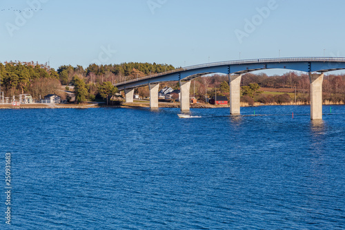 Bridge between mainland and island in the archipelago © Björn Kristersson