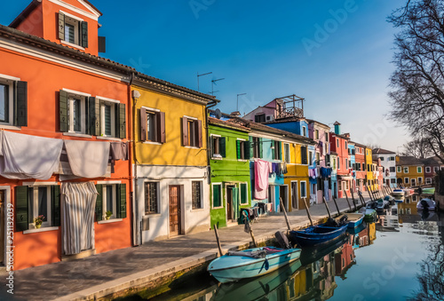 obraz lub plakat Burano, an island in the Venetian Lagoon, Venice, Veneto, northern Italy. Located at the northern end of the Lagoon, known for its lace work and brightly coloured homes.