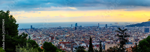 mata magnetyczna Top view of evening Barcelona