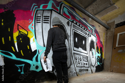 ghettoblaster graffiti on a wall