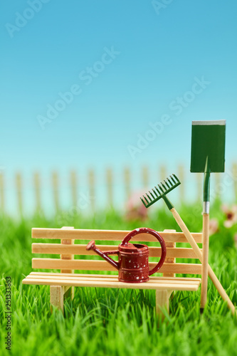 Werkzeuge für Gartenarbeit im Garten