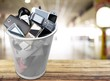 Leinwanddruck Bild - Rubbish bin full of old cellphones