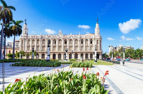 mata magnetyczna Blick auf das berühmte Grand Teatro unter blauen Himmel in Havanna City Kuba - Serie Kuba Reportage