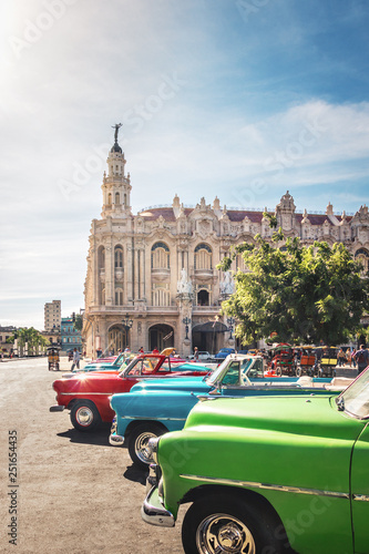 mata magnetyczna Cuban colorful vintage cars in front of the Gran Teatro - Havana, Cuba