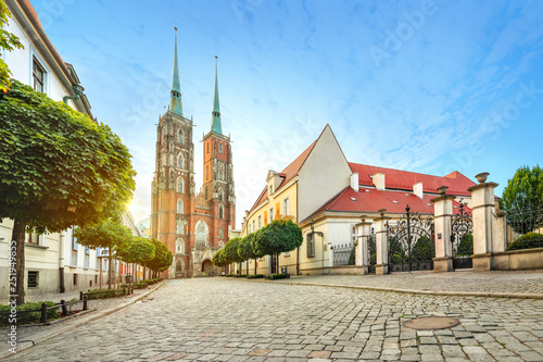 mata magnetyczna Wroclaw, Poland. Panoramic view of Cathedral of St. John the Baptist on sunrise (HDR image)