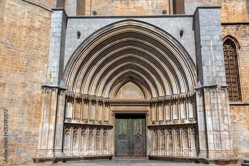 Leinwanddruck Bild Cathedral of Sain Mary Entrance