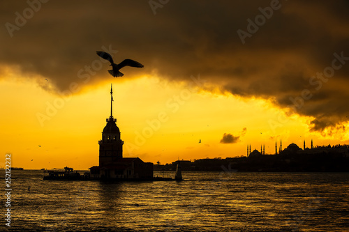 obraz PCV Maiden's Tower and istanbul night (KIZ KULESI – SALACAK-USKUDAR)