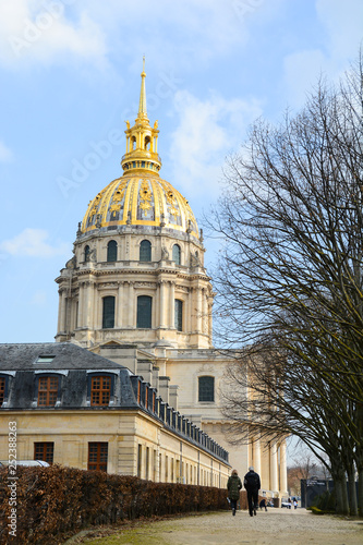 mata magnetyczna Les Invalides - Paris - France