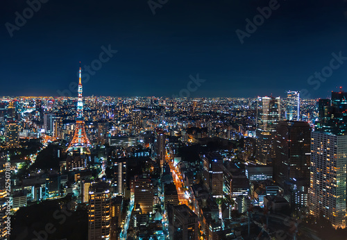 mata magnetyczna Aerial view of Tokyo Tower at night in Japan