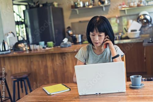 Leinwandbild Motiv woman working at home
